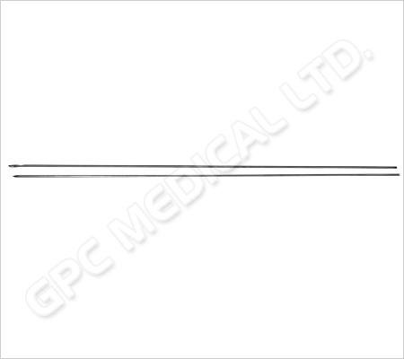 Pointe type foret pour passer le fil de suture