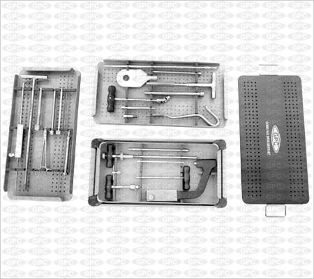 Boîte d'instruments pour clou gamma, illustrée