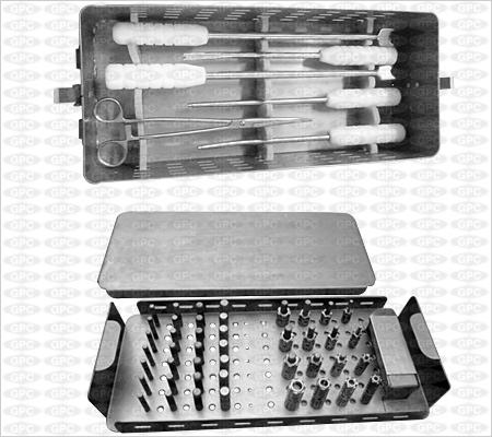 Implants et boîte d'instruments pour rachis